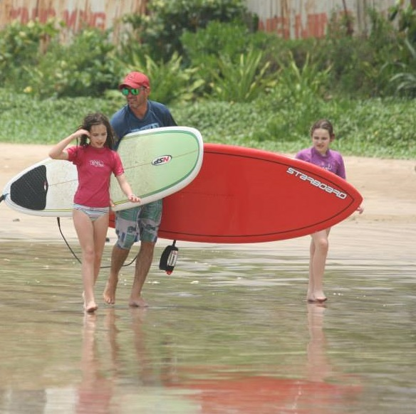 יוסי והבנות בטיול סאפ בסרילנקה עם מועדון סאפ סאפאווי